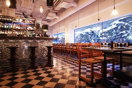 Tjoget _ Bar:Frisör:Restaurang:Specialistbutik i Stockholm_Whatsupsthlm_learning to love white_3