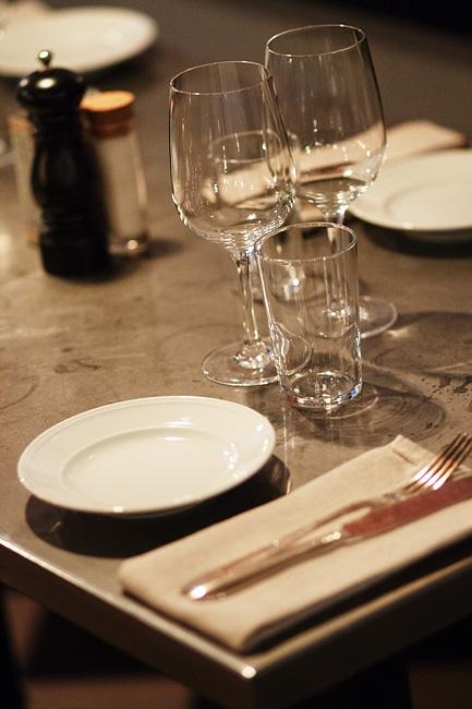 Tjoget _ Bar:Frisör:Restaurang:Specialistbutik i Stockholm_Whatsupsthlm_learning to love white_7