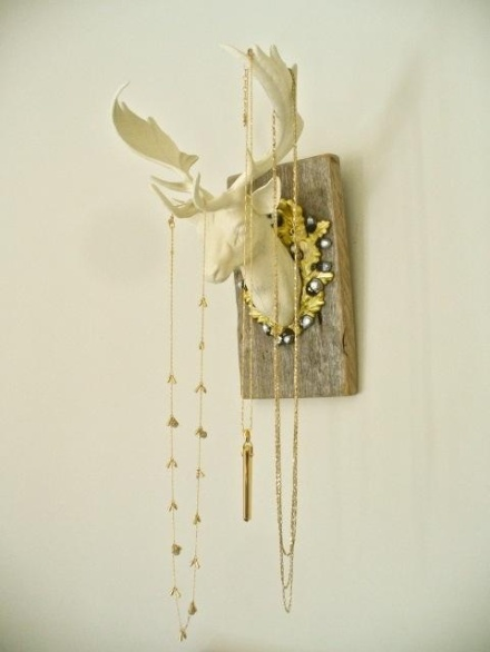 antler DIY Jewelery storage_learning to love white_DIY jewelery holder_interior design blog