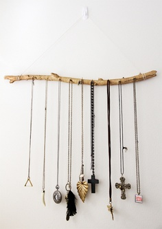DIY haning twig Jewelery storage_learning to love white_DIY jewelery holder_interior design blog